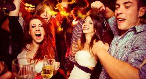 La música alta incrementa el consumo de alcohol