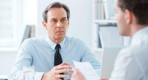 10 gestos que debes evitar en una entrevista de trabajo