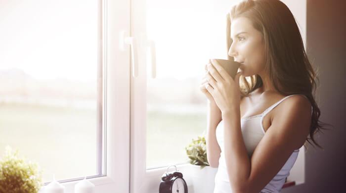 mujer-cafe