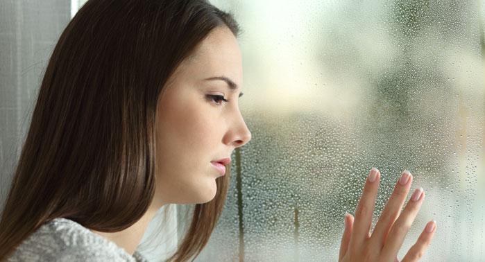 mujer-triste-ventana