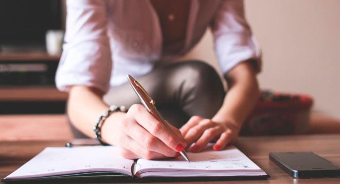 chica-escribiendo