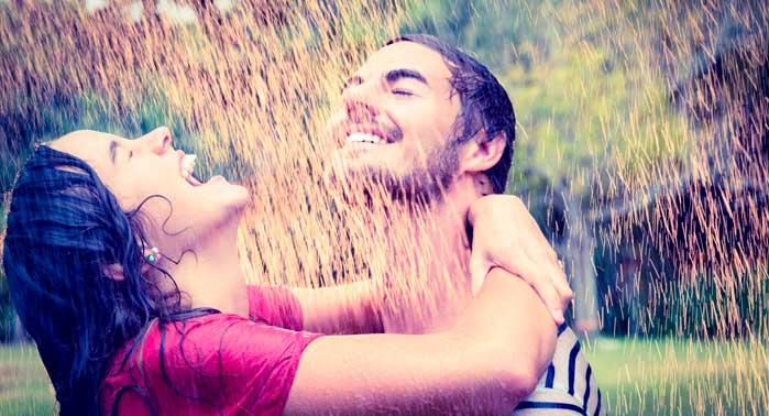 pareja bajo lluvia 1