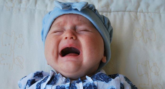 lactante-llorando-colico